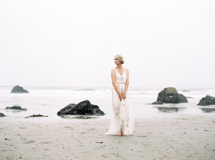 Romantic Vintage Beach Bridal Look // Photography by Taralynn Lawton http://taralynnlawton.com