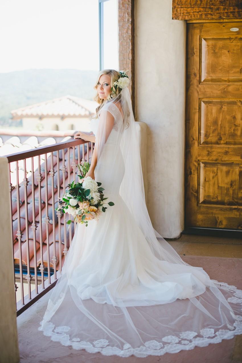 Romantic Bridal Portrait // Photography by Onelove Photography http://www.onelove-photo.com