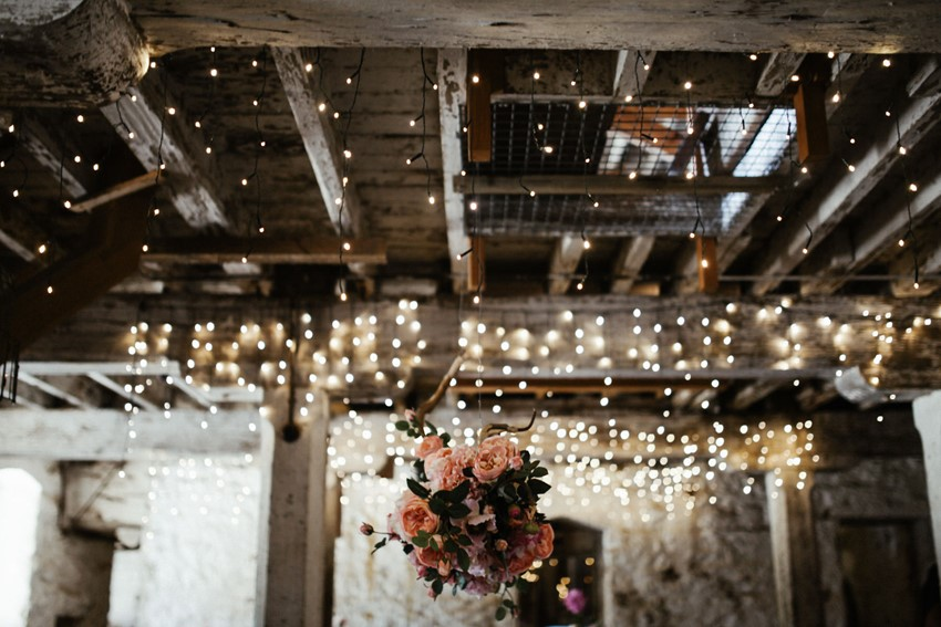 Fresh flower wedding ceremony decor // Photography by Brown Paper Parcel