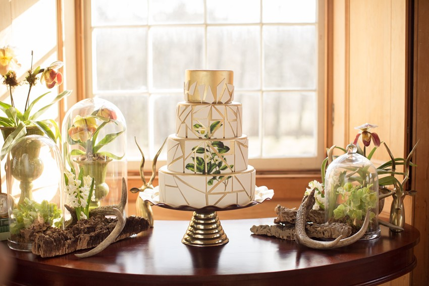 Modern Vintage Green & White Wedding Cake // Photography ~ Nataschia Wielink