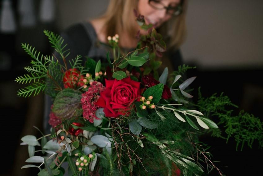 A Stunning Autumn Red Bridal Bouquet Recipe