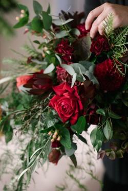 A Romantic Autumn Red Bridal Bouquet Recipe