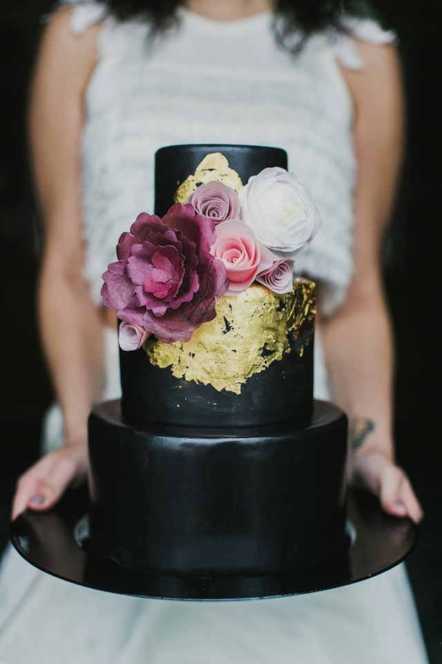 Hi Shine Black Wedding Cake