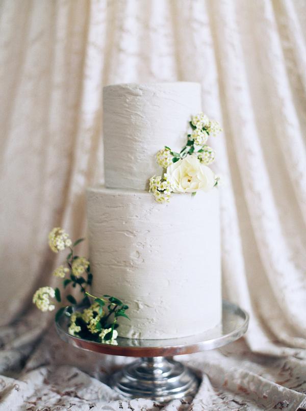 Minimal Tall Wedding Cake