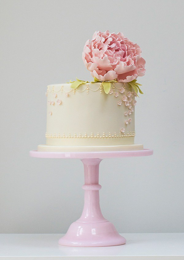 Pretty Single Tier Wedding Cake
