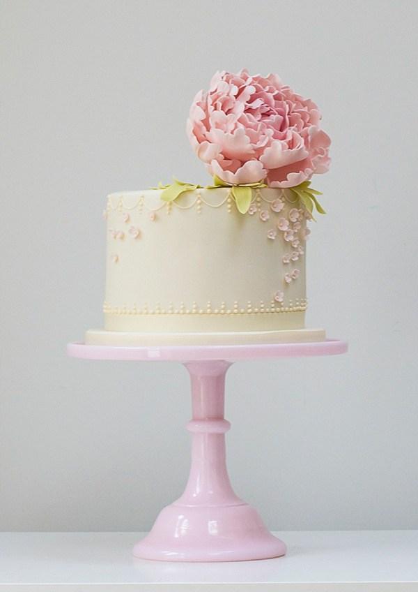Pretty Single Tier Wedding Cake Chic Vintage Brides