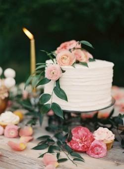 Pretty Single Tier White Wedding Cake