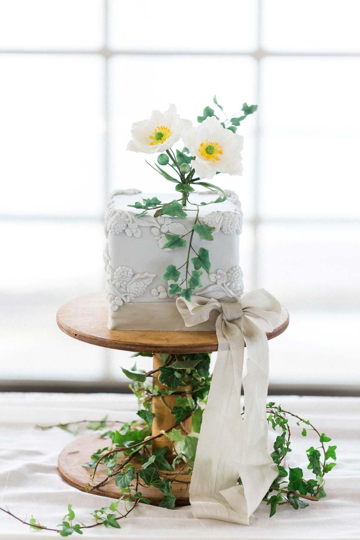 Stunning Single Tier Wedding Cake