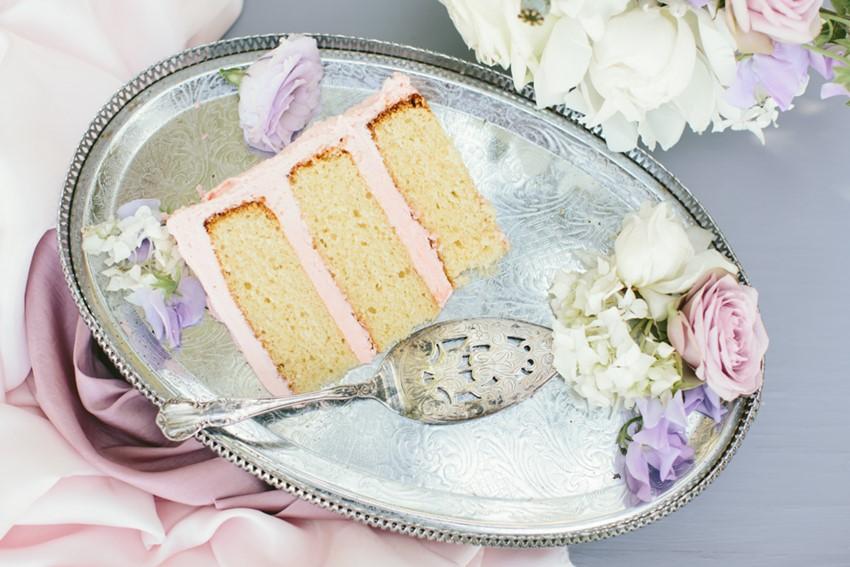 Single Tier Wedding Cake // Photography ~ White Images
