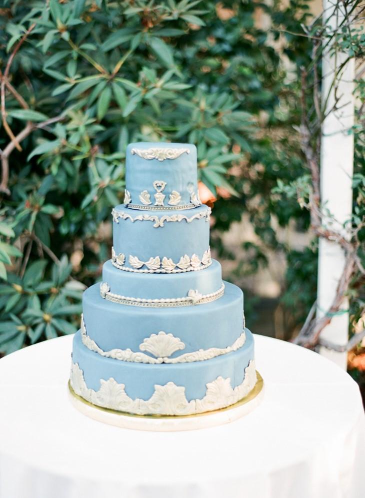 Stunning Vintage Inspired Wedding Cake // Photography ~ Trynh Photo