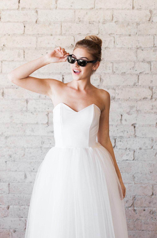 Tulle sweetheart strapless tea length wedding dress chic for Sweetheart tea length wedding dress