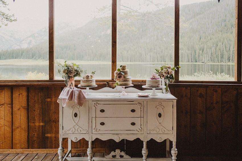 Romantic Vintage Wedding Cake Table