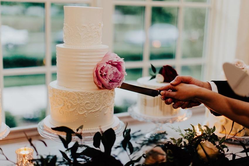 Cutting the Wedding Cake Photos