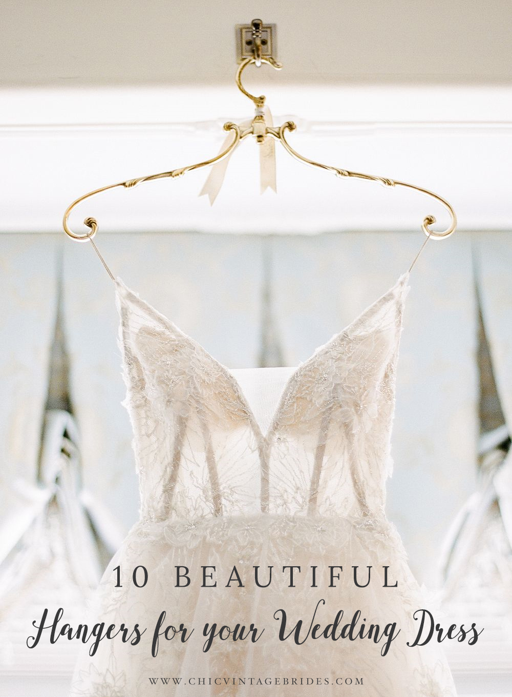 10 Beautiful Hangers for your Wedding Day