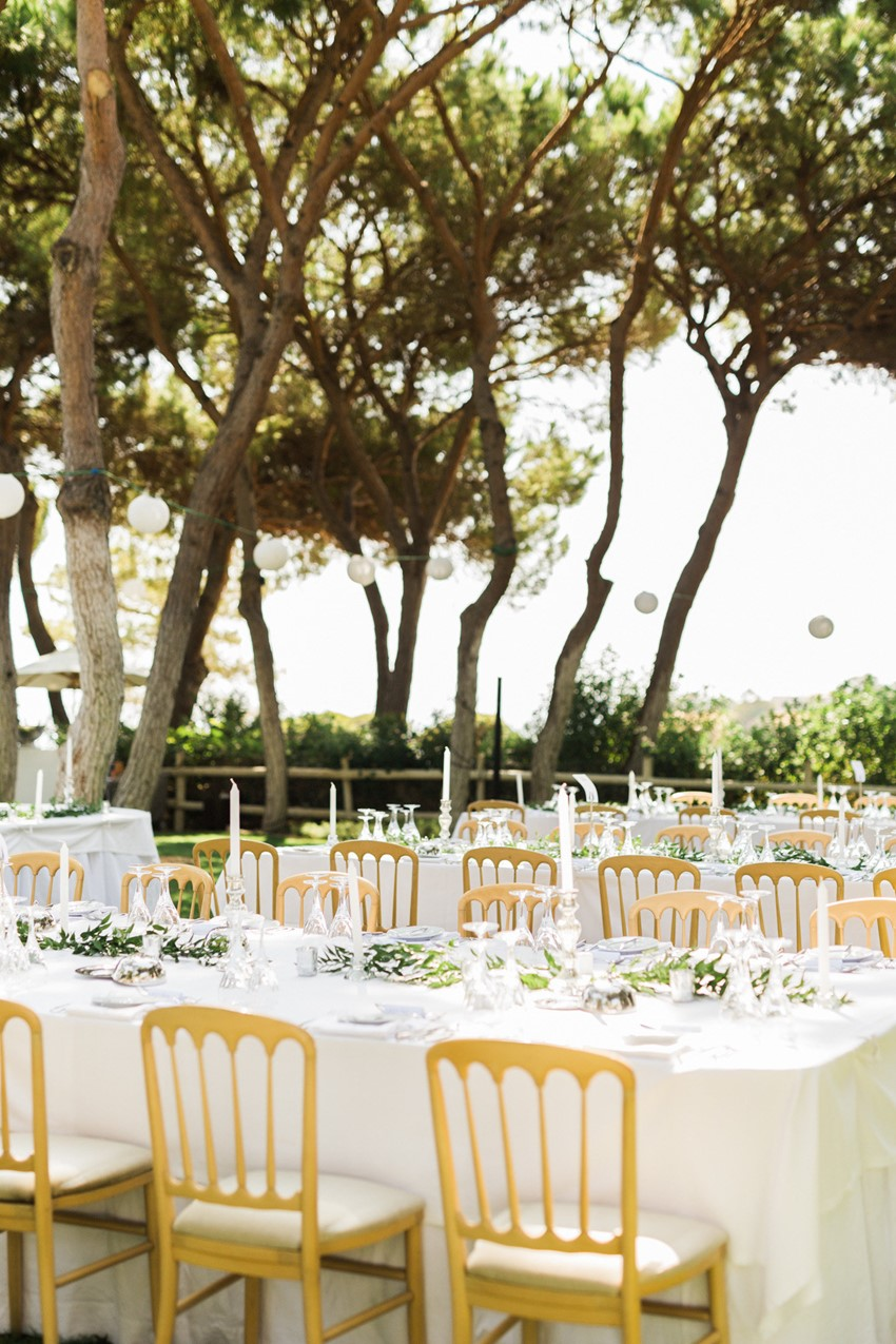 White & Gold Wedding Table