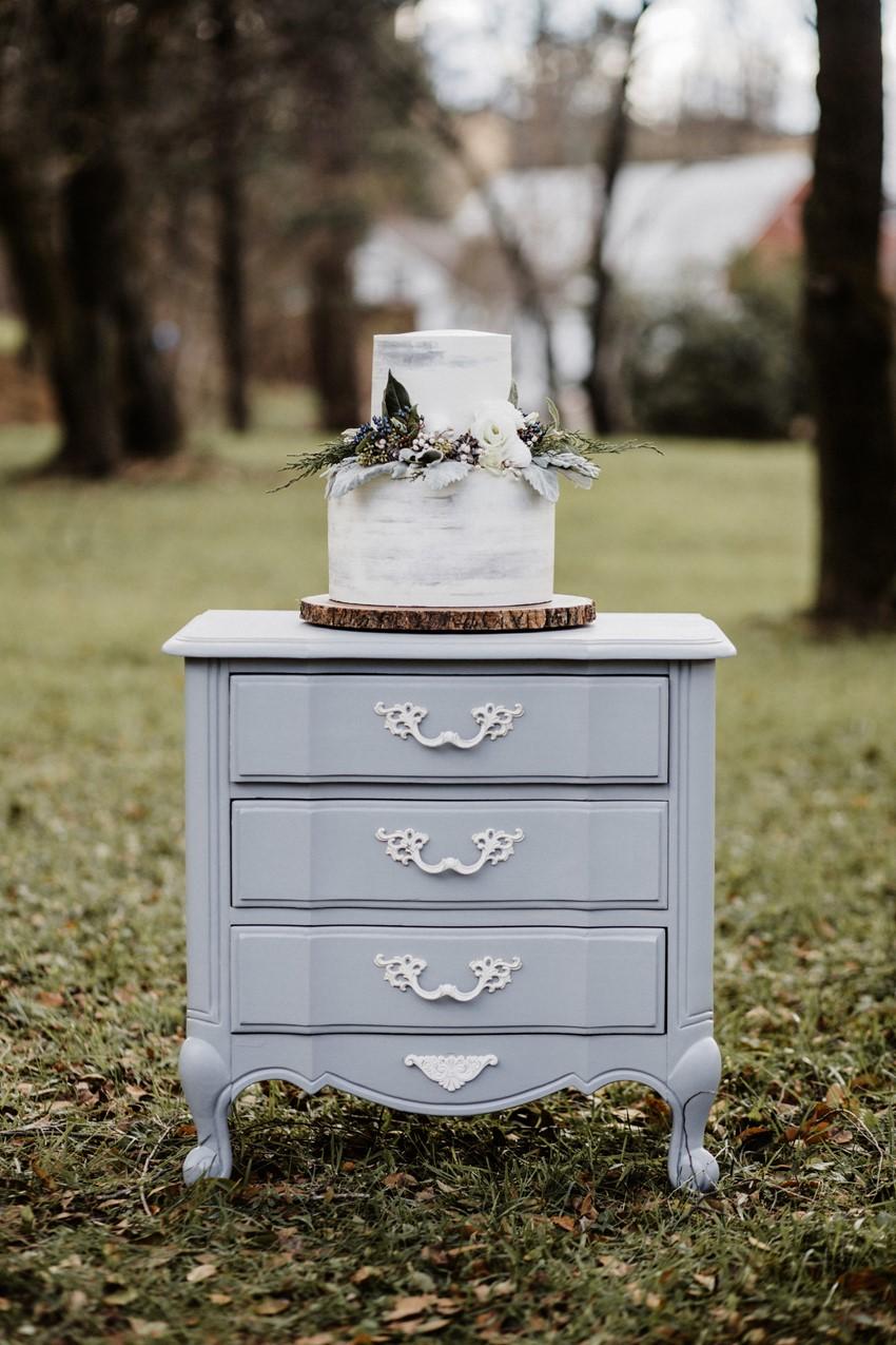 Winter Wedding Cake Table