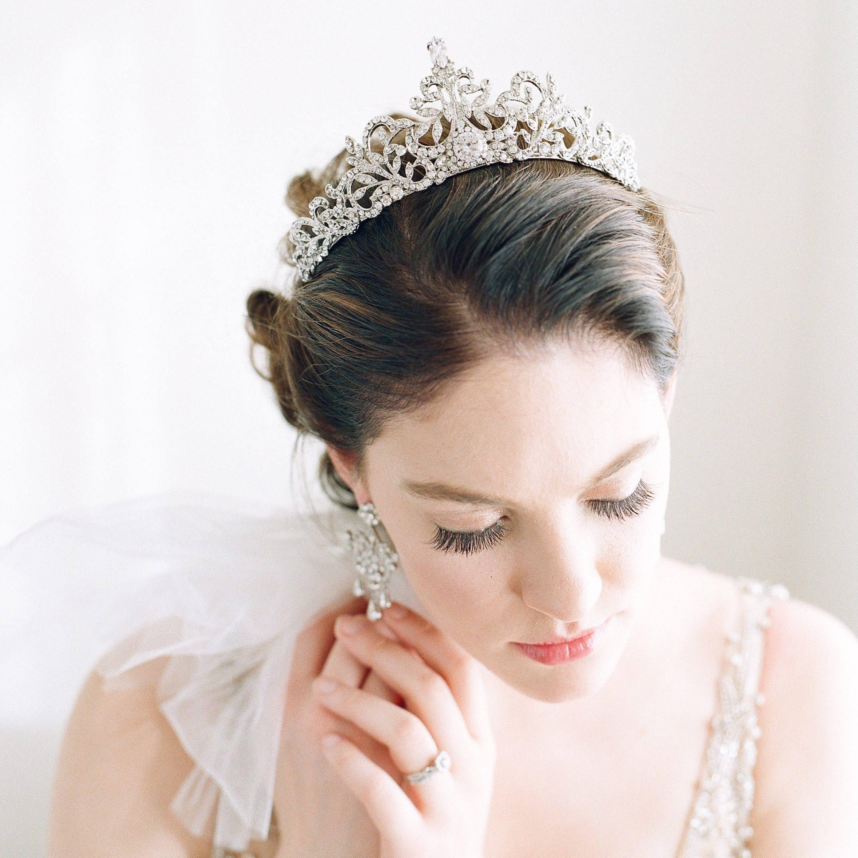 Bridal crowns tiaras chic vintage brides 33 royal wedding worthy bridal crowns izmirmasajfo Choice Image