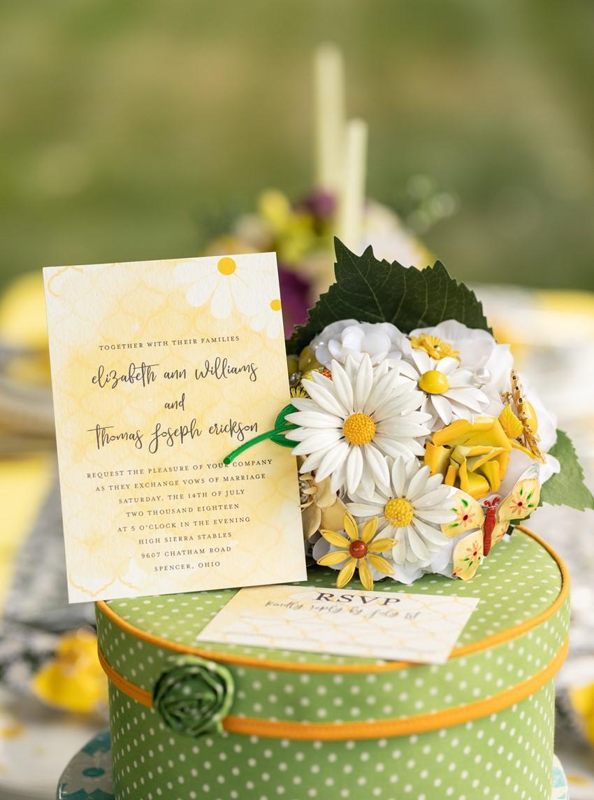 1960s Daisy Summer Wedding Inspiration