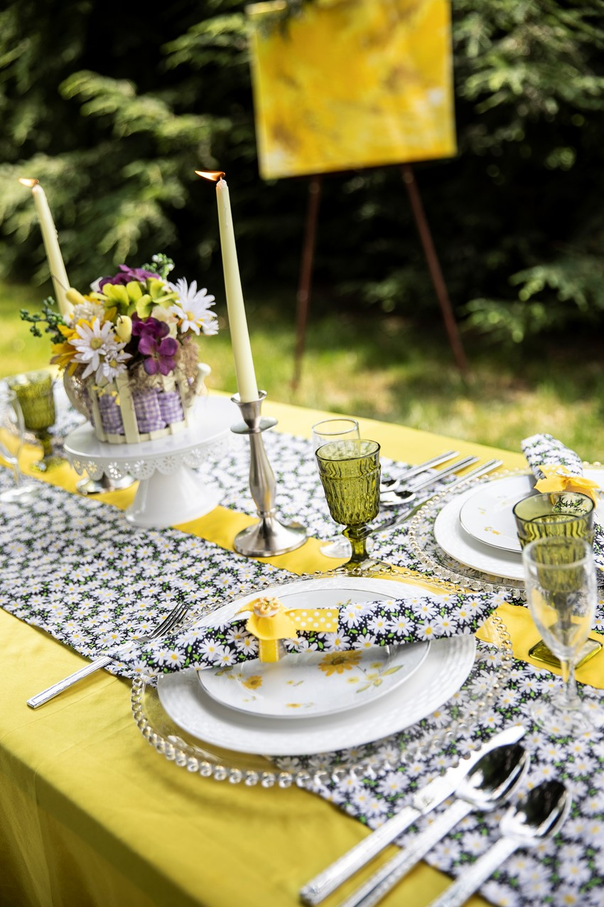 1960s Daisy Summer Wedding Table
