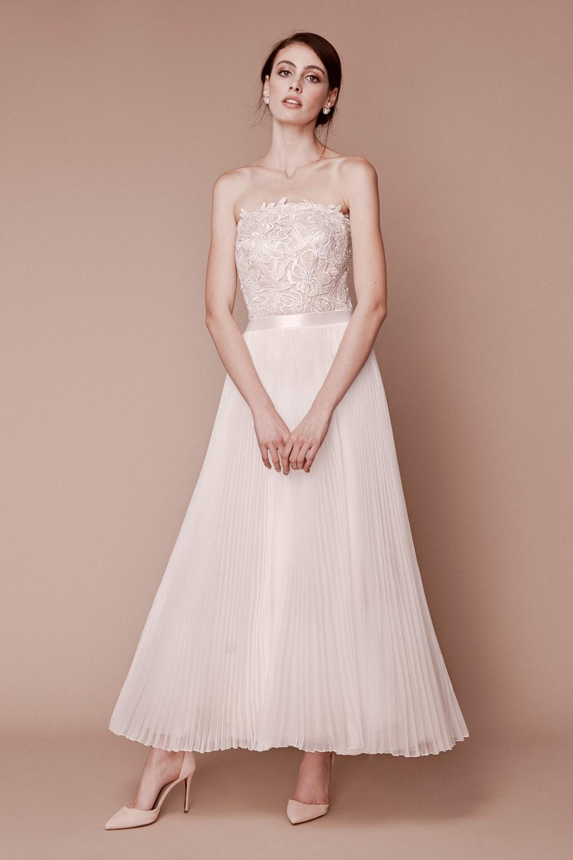Top Bridal Trends for 2019 - City Hall Chic Tadashi Shoji Fall 2019 Bridal