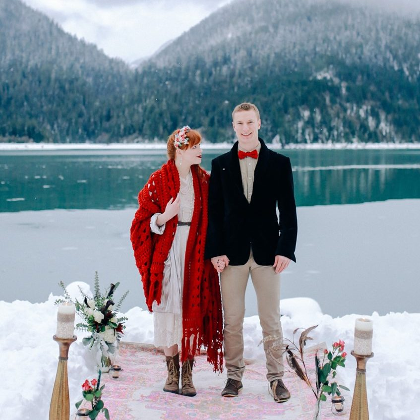 https://chicvintagebrides.com/wp-content/uploads/2018/12/Snowy-Winter-Vow-Renewal-e1544752799917.jpg