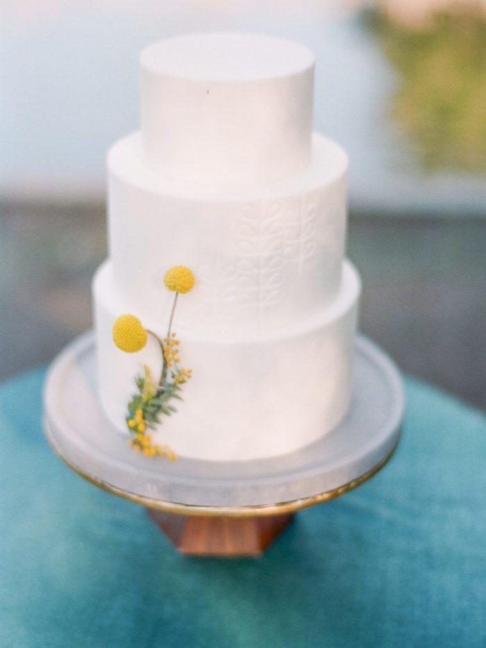 Minimalist Garden Wedding Cake