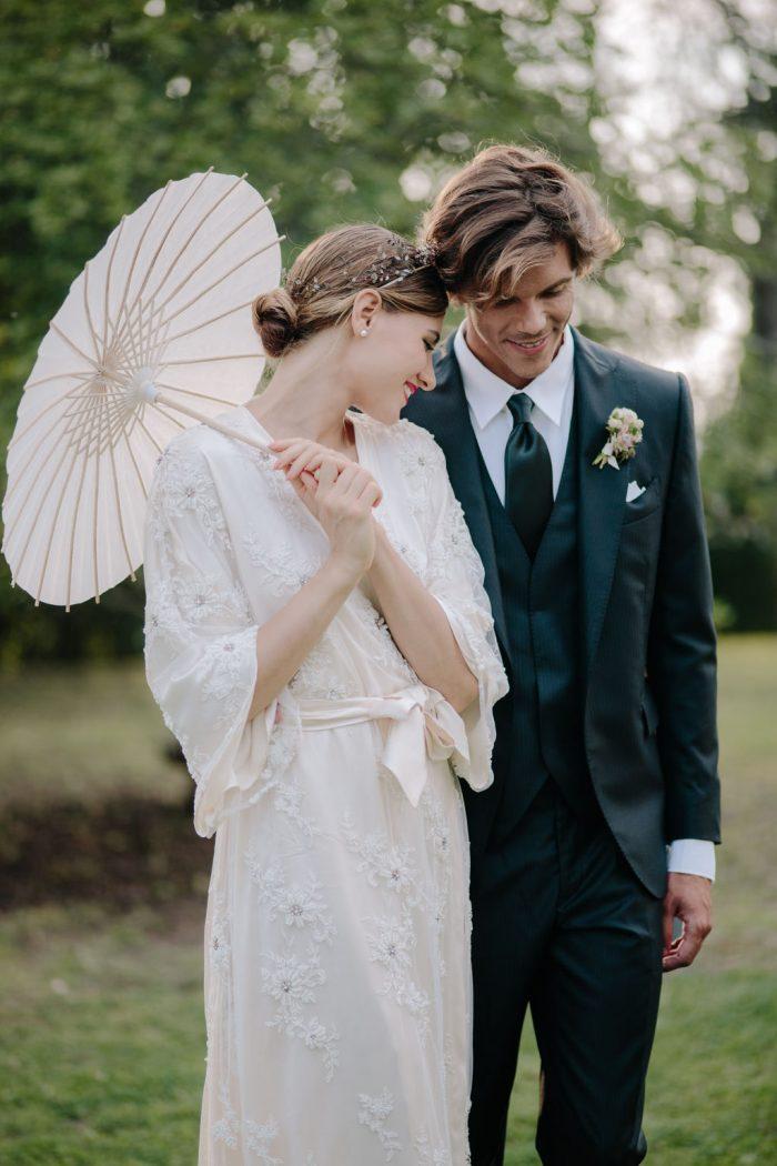 https://chicvintagebrides.com/wp-content/uploads/2019/05/16b-Japanese-Inspired-Spring-Wedding-700x1050.jpg
